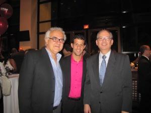 "Outro prêmio ""Lifetime Achievement"" da noite foi para o grande escritor amazonense Milton Hatoum, aqui ao lado do lutador de boxe Michael Oliveira e Embaixador Hélio Ramos"