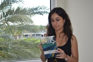 Valéria no quarto do hotel Hampton Inn, de Coconut Grove. Foto de Carla Guarilha