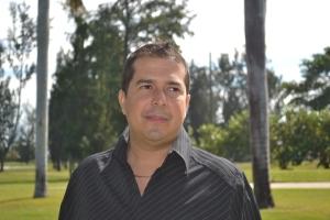Marco, na frente de um de seus novos projetos em Miami. Foto de Carla Guarilha