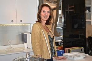 Esther Schattan na loja de Miami. Foto de Carla Guarilha