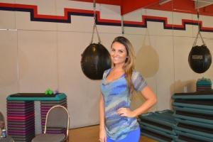 "Bárbara Trevizan Eckonen, hoje ""personal trainer"", na sua academia. Foto de Carla Guarilha"