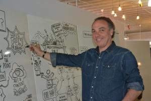 Ricardo Bellino na sede da School of Life, em Miami. Foto de Carla Guarilha