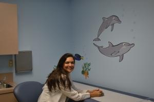 "Dra. Debora Duro em uma de suas salas de consulta no ""iCan"". Foto de Carla Guarilha"