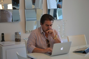 José Carlos Semenzato em seu apartamento em Sunny Isles.