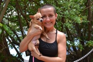 Gigi com Gordita, a primeira Chihuahua que tirou da rua