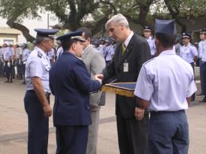 Casarini é condecorado como membro honorário da força aérea brasileira em São Paulo. Foto: Álbum pessoal