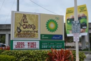 A única indicação é a placa ao lado da do posto com os preços de gasolina. Foto de Carla Guarilha