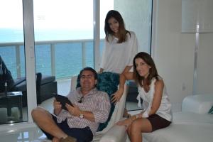 Semenzato, com Samara, sua esposa, e Beatriz, sua filha, de 15 anos.