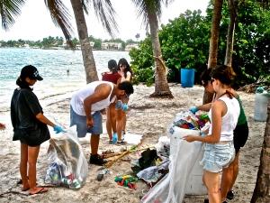 Dia Internacional de Limpeza Costeira. Foto: Cortesia ECOMB