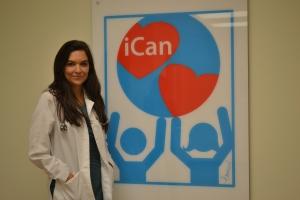 """""""iCan"""" é o simbolo do modelo de saúde integrada que a Dra. Debora traz para Miami. Na sala de espera do consultório. Foto de Carla Guarilha"""