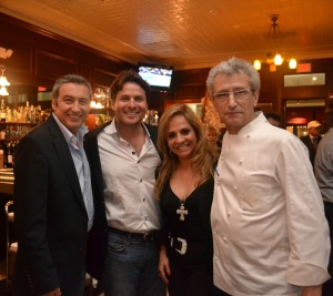 Edmond Touboul (esq), Pascal Cohen, Yara Gouveia e chef Jean Pierre Petit. Foto de Carla Guarilha
