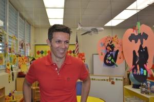 Alexandre Lopes na sala de aula durante uma recente visita a escola. Foto de Carla Guarilha