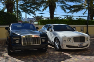 Bentley e Rolls Royce são os mais comuns no estacionamento do Acqualina. Foto de Carla Guarilha