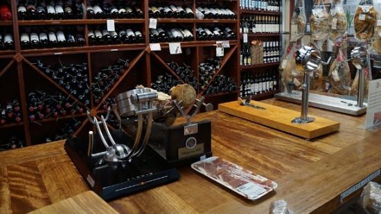 Restaurante Delicias de España oferece iguarias como presunto ibérico e vinhos (Foto: Chris Delboni)