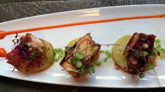 O polvo grelhado, em bela apresentação, é uma das várias tapas do Gastrobar Perfecto (Foto: Chris Delboni)